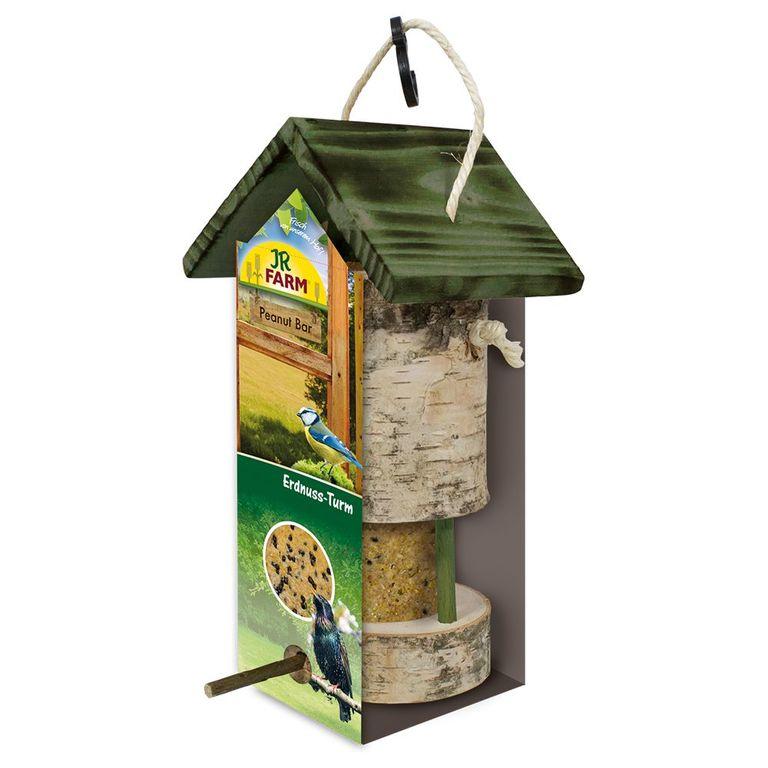 Mit seiner natürlichen Optik sieht der JR Garden Peanut Bar Erdnuss-Turm beinahe so aus, als sei er Teil eines Baums. Das dekorative Naturholzhaus dient als Futterstelle für Wildvögel und eignet sich perfekt zur Verwendung mit den Peanut Bars von JR Farm. Die Futterstangen bes...