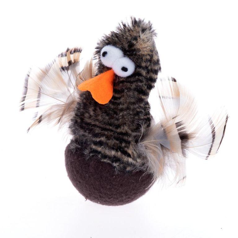 Diese Ente mit Flügeln aus echten Federn, aufgenähten Augen und Filzschnabel ist ein lustiger Zeitvertreib für Ihren Stubentiger. Die kleine Ente gibt hohe, zwitschernde Laute von sich, die zum Spielen sowie Jagen anregen – nun kann der stundenlange Spielspaß beginnen! Bei Ber...